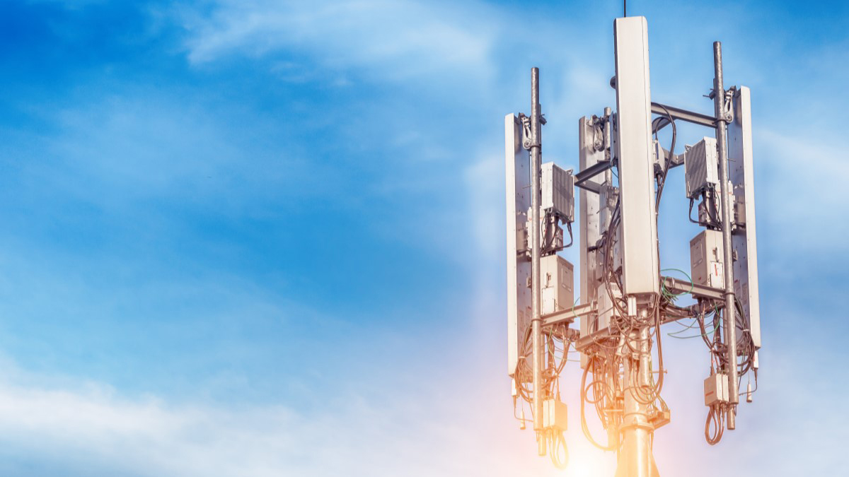 How 5G Works: Understanding the Difference Between Beamsteering and Beamforming